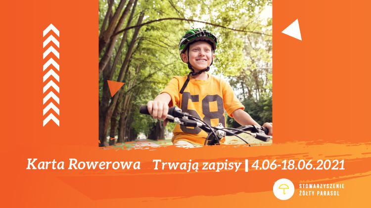 obraz na tle leśnego krajobrazu nastoletni kolarz w pomarańczowej koszulce z numerem 58 na dole pomarańczowa ramka biały napis karta rowerowa